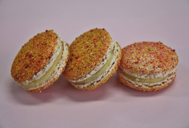 Pavlova-Macarons mit Maracuja-Vanillefüllung