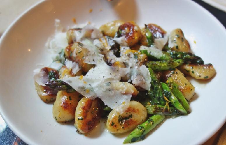 Gnocchi mit Spargel und Parmesan