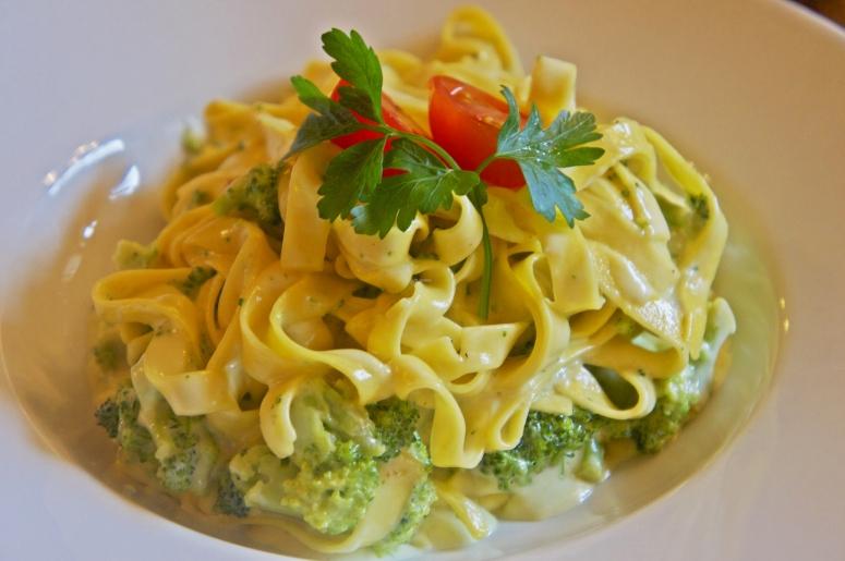 Tagliatelle mit Brokkoli- Rahmsauce