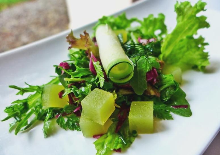 Salat mit Holunderblütten-Gelee