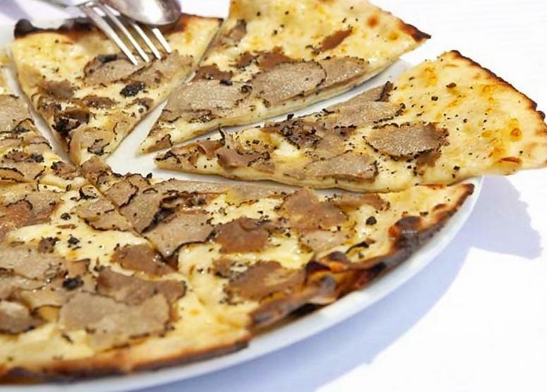 Dünne Pizza mit Trüffel (2)