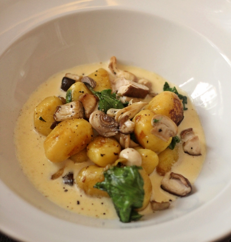 Gnocchi, Pilze, Käsesauce