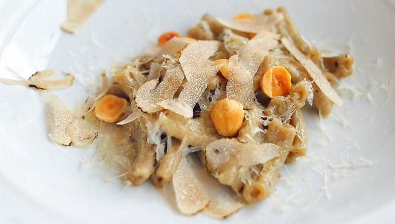 Haselnuss-Trüffel-Pasta und Pecorino