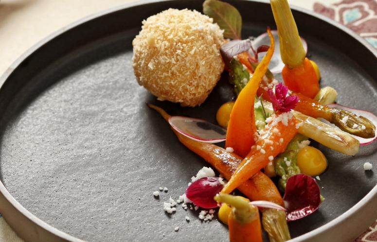 Käsepraline und Gemüse