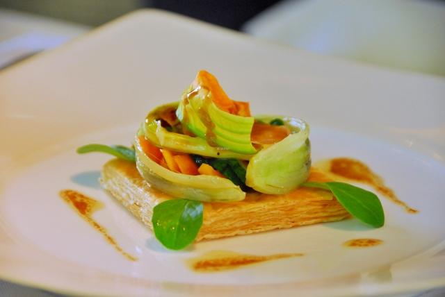 Knoblauchtartelett mit Gemüse