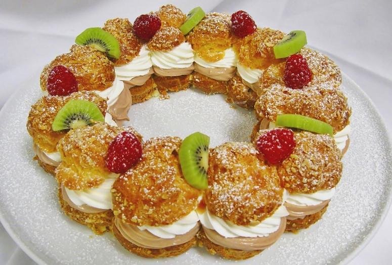 Paris Brest , klassik, mit Obst