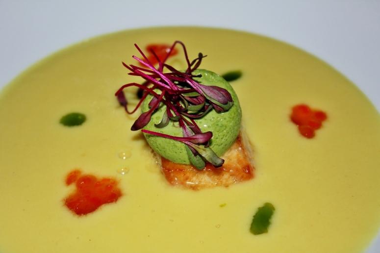 Milchmais-Suppe mit Tofu und Sauerampfer-Eis