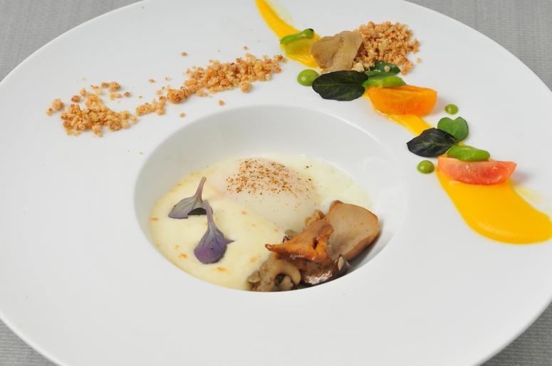 pilze-gemuese-onsen-ei-kaesecreme-und-streusel