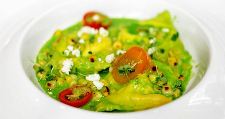 polenta-ravioli-mit-mais-und-kraeuter-veloute