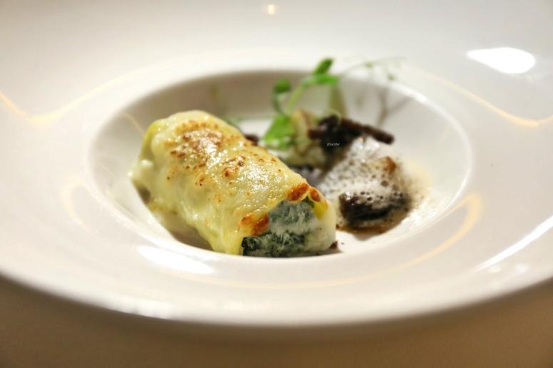 cannellono-mit-spinatfuellung-sautierten-pilze-und-parmesanschaum